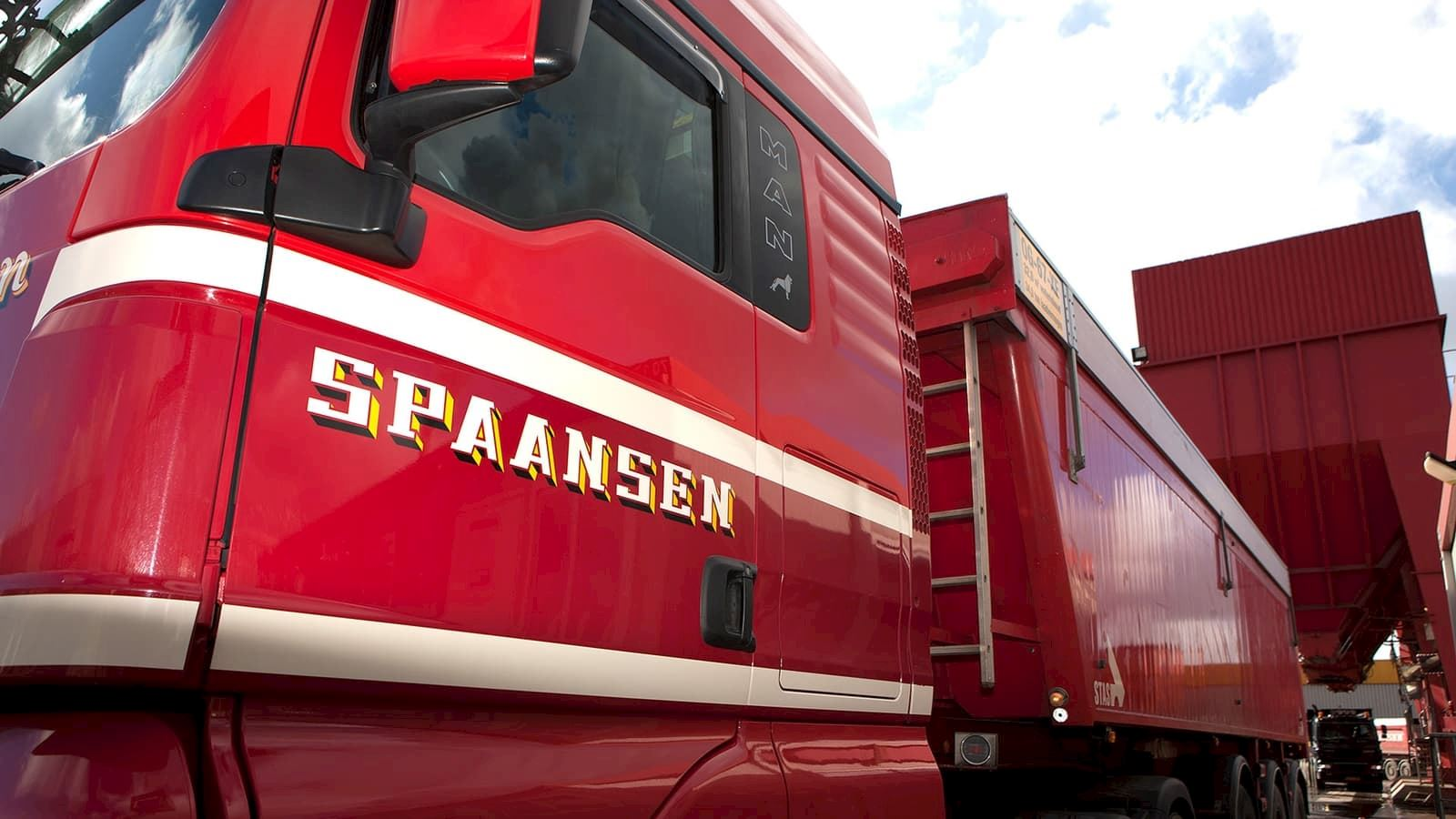 spaansen-grondstoffen-logistiek-trailertransport